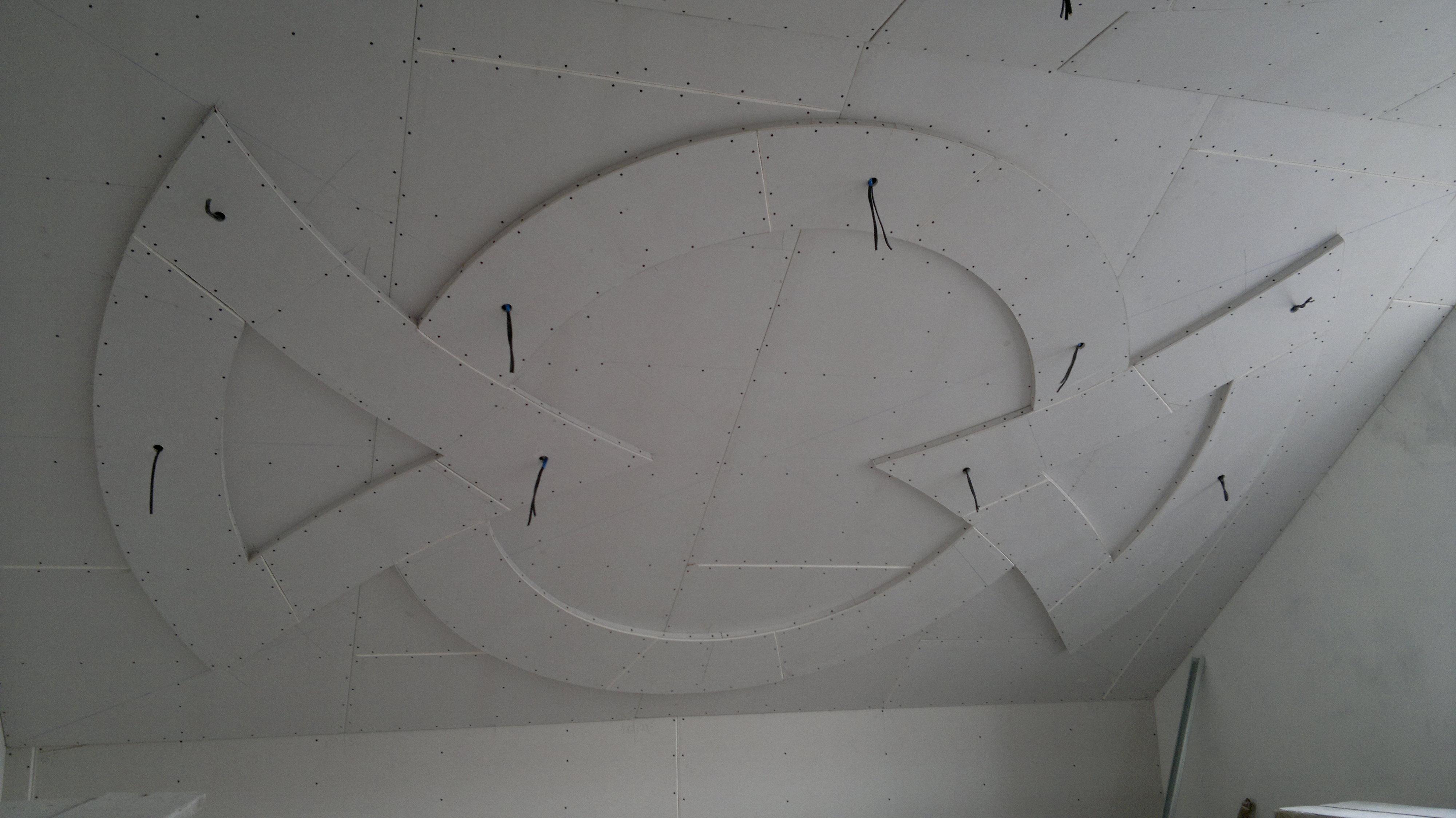 Потолок из гипсокартона узоры своими руками